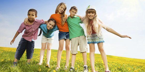 Девочка с друзьями