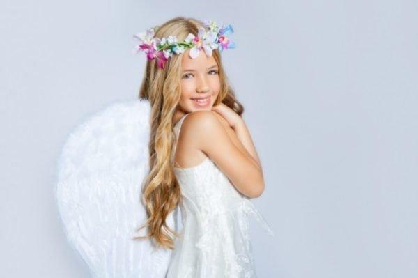 Девочка в костюме ангела