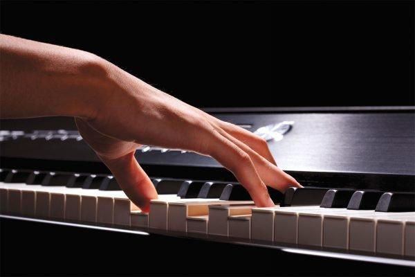 Игра на синтезаторе