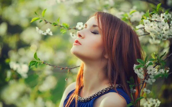 Девушка Алгая-весна