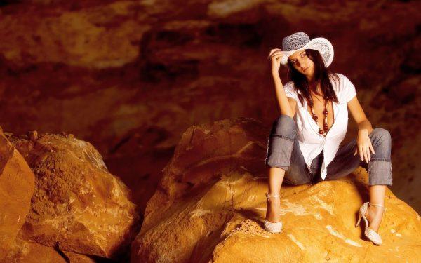 Девушка археолог