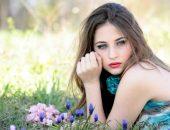 Девушка на летней поляне