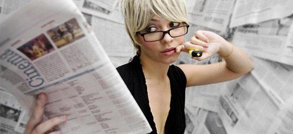 Девушка с газетой