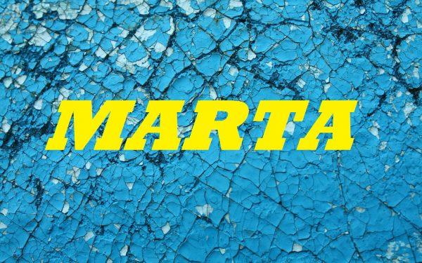 Имя MARTA на синем фоне