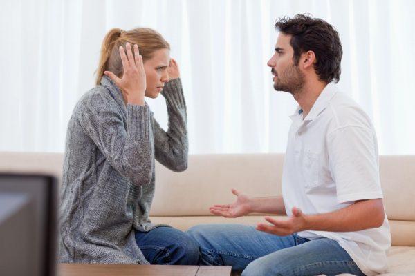 Муж и жена спорят