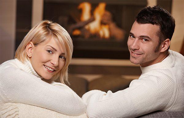 Муж и жена у камина