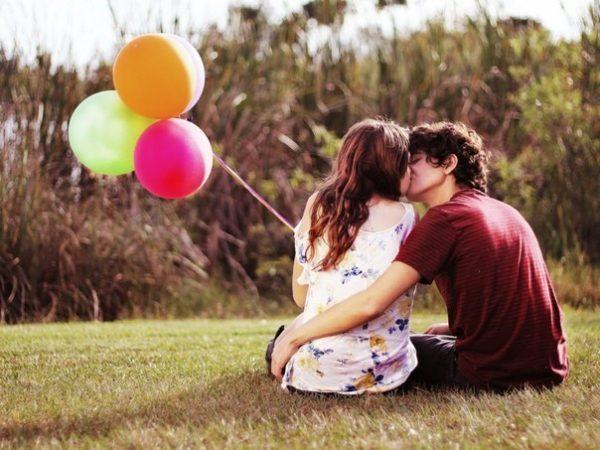 Влюблённые с шариками