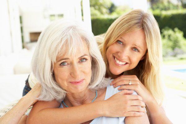 Женщина с мамой