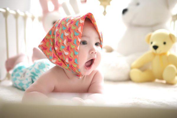 Младенец в косынке