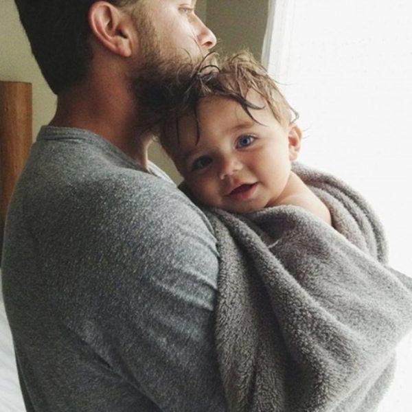Мужчина с ребёнком