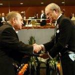 Вручение Нобелевской премии Алексею Абрикосову