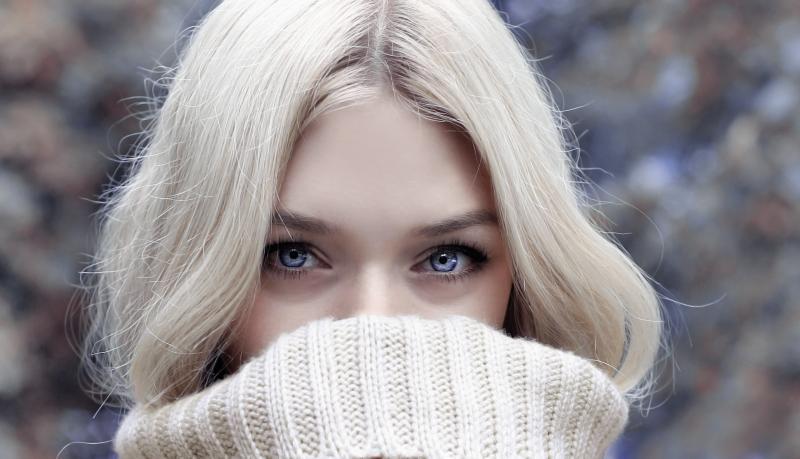 Девушка со светлыми волосами