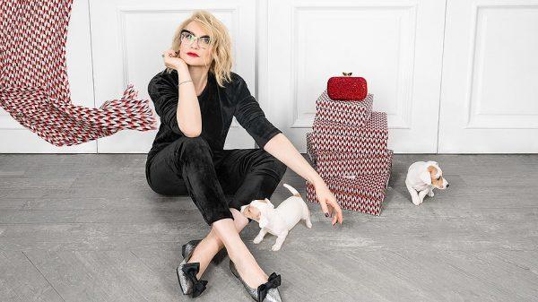 Эвелина Хромченко со щенками