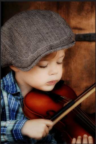 Мальчик, играющий на скрипке