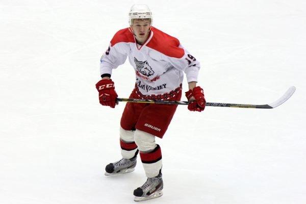 Хоккеист на льду
