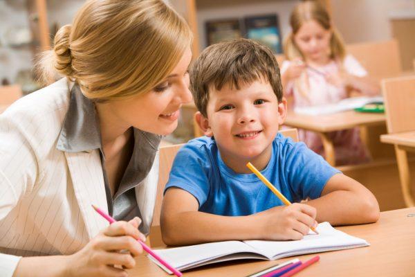 Мальчик с учительницей