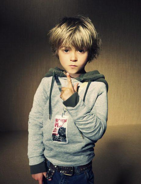 Мальчик со светлыми волосами
