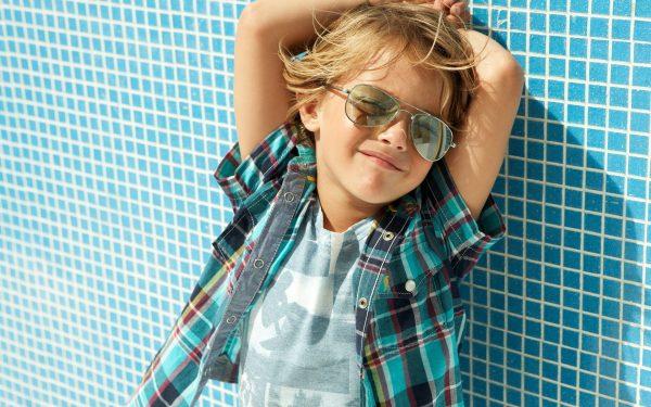 Мальчик в солнечных очках