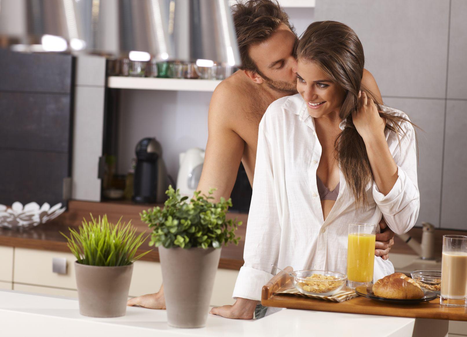 Любовь на кухне картинки романтичные