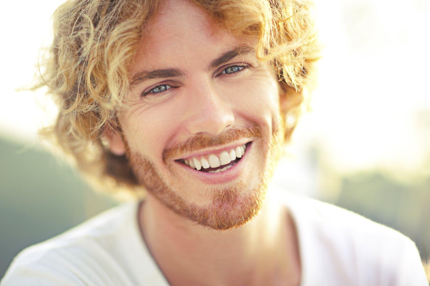 фото улыбающегося мужчины глина
