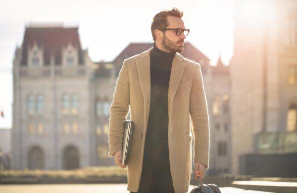 Мужчина в пальто
