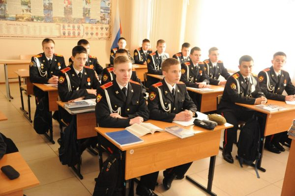 Ученики в военном училище