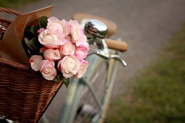 Велосипед с розами