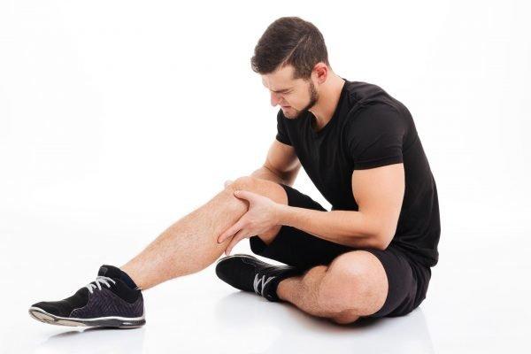 Боль в колене у мужчины