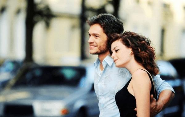 Девушка с молодым человеком