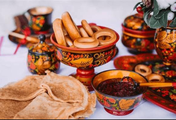 Накрытый к чаю стол в русском стиле