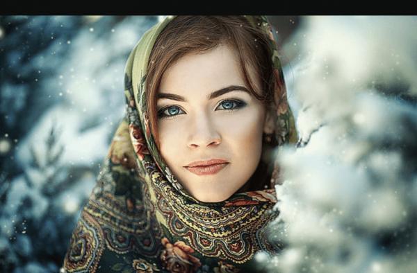 Славянская девушка в платке