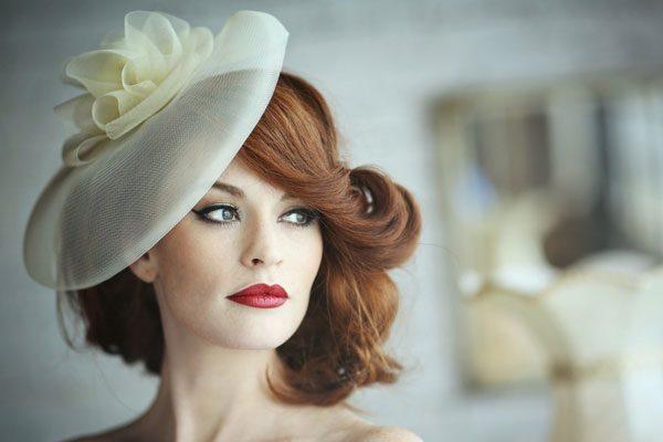 Красивая женщина в шляпе