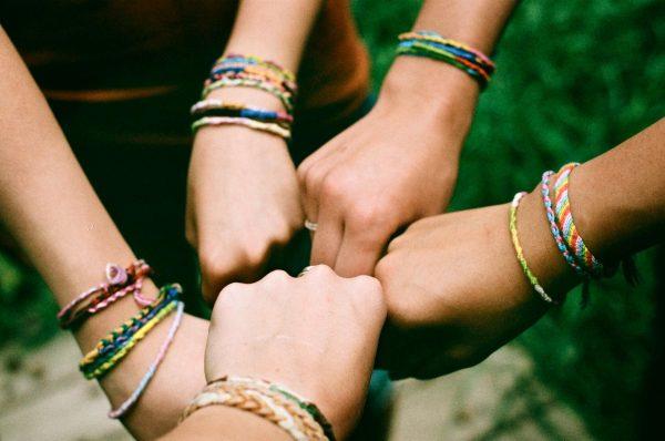 Руки в дружественном жесте