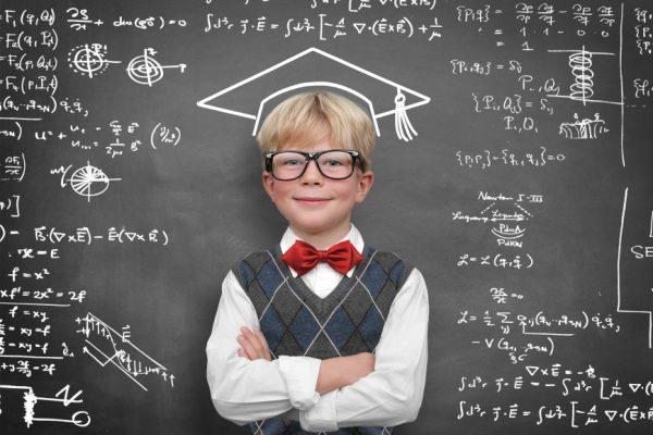 Мальчик в очках у доски