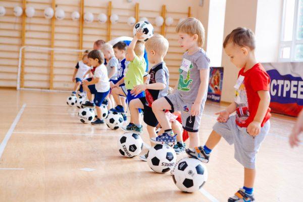 Мальчики в футбольной секции