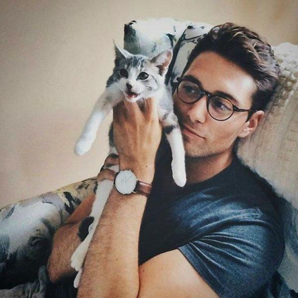 Мужчина с котом