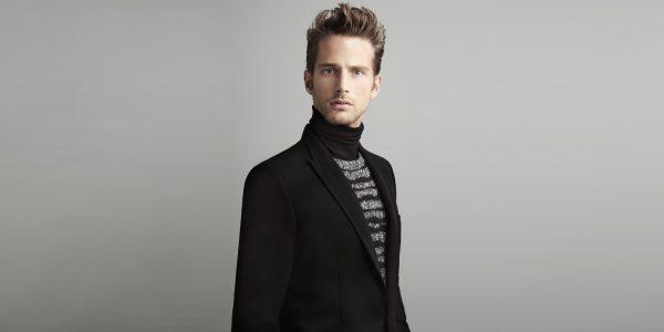 Мужчина в чёрном пиджаке