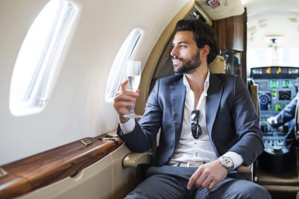 Мужчина в самолёте