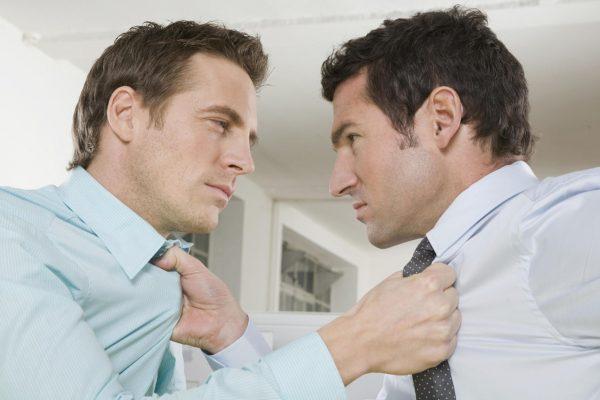 Мужчины ссорятся