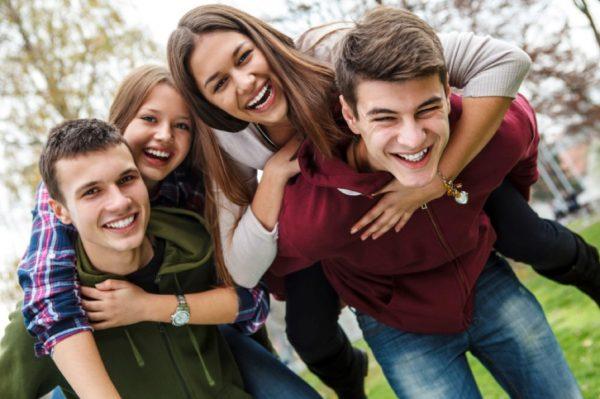Подростки веселятся