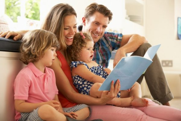 Супруги и двое детей