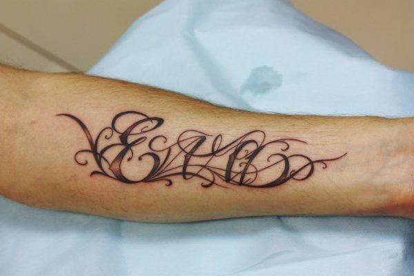 Татуировка с именем Ева