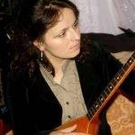 Теона Кумсиашвили с гитарой