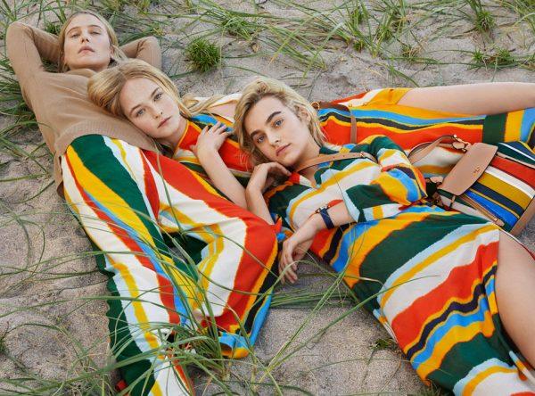 Девушки в траве