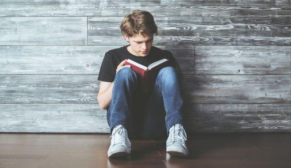Юноша с книгой