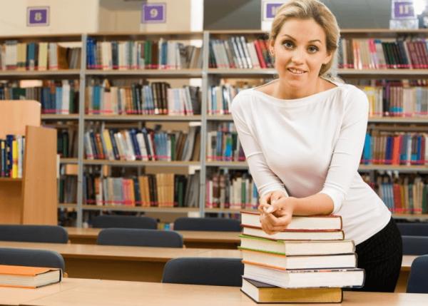 Женщина библиотекарь