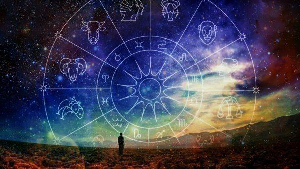 Зодиакальный круг на фоне неба
