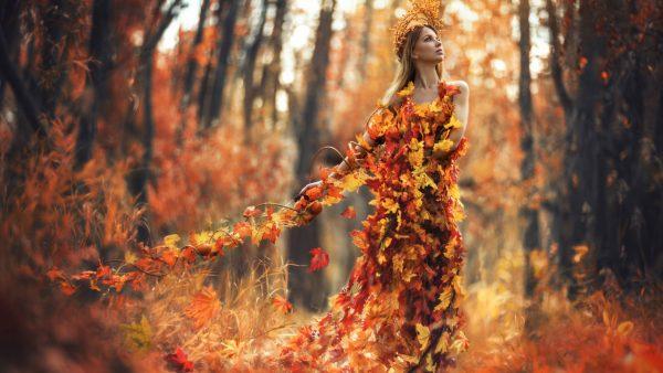 Девушка-осень в парке