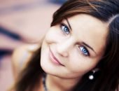 девушка с голубыми глазами