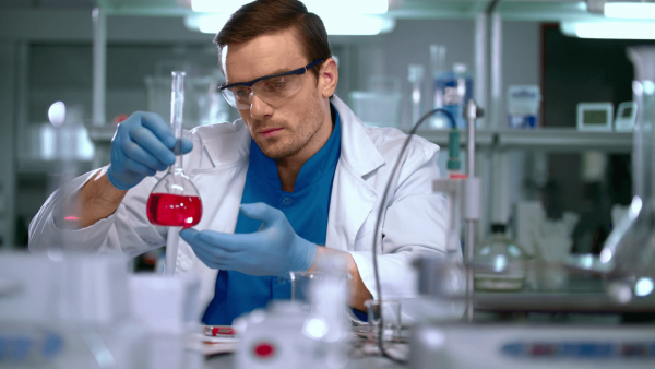 Мужчина-учёный